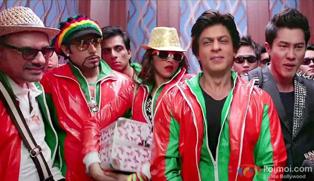 Boman Irani, Abhishek Bachchan, Sonu Sood, Deepika Padukone and Shah Rukh Khan in a still from movie 'Happy New Year'