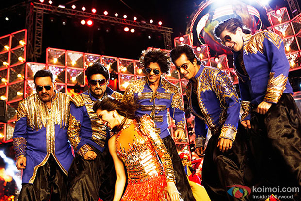 Boman Irani, Abhishek Bachchan, Deepika Padukone, Shah Rukh Khan, Sonu Sood and Vivaan Shah in a still from movie 'Happy New Year'