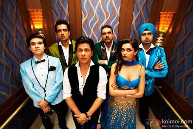 Vivaan Shah, Sonu Sood, Shah Rukh Khan, Boman Irani, Deepika Padukone and  Abhishek Bachchan in a still from movie 'Happy New Year'