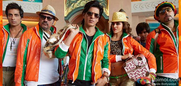 Sonu Sood, Boman Irani, Shah Rukh Khan, Deepika Padukone, Vivaan Shah and Abhishek Bachcahn in a still from movie'Happy New Year'