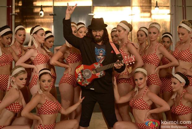 Saif Ali Khan in a still from movie 'Happy Ending'