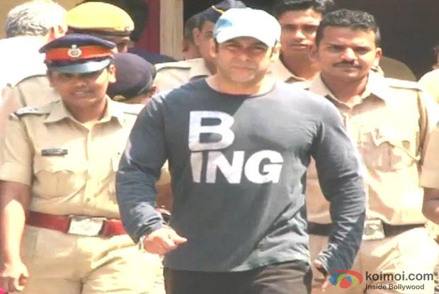 Salman Khan After Casting His Vote At Maharashtra Elections