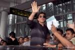 Shah Rukh Khan Arrives In Kolkata Pic 1