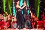 Deepika Padukone and Shah Rukh Khan performed SLAM! The Tour in London Pic 1