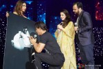Shah Rukh Khan performed SLAM! The Tour in London Pic 6