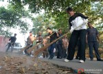 Swachh Bharat: Amitabh Bachchan Cleans Mumbai Streets Pic 1
