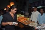 Shah Rukh Khan Visited Gaiety Galaxy Theater In Mumbai Pic 3