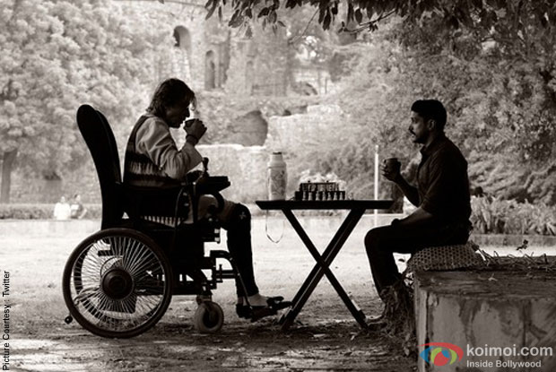 Amitabh Bachchan and Farhan Akhtar in a still from movie 'Do'