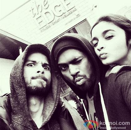Shahid Kapoor and Alia Bhatt Click Selfies On 'Shaandaar' Song Shoot!