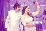 Rajinikanth and Sonakshi Sinha in Lingaa Movie Stills Pic 1