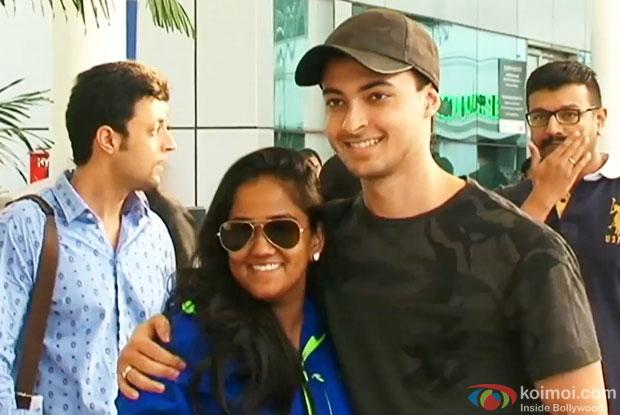 Newly Wed Arpita Khan and Aayush Sharma Snapped At The Airport