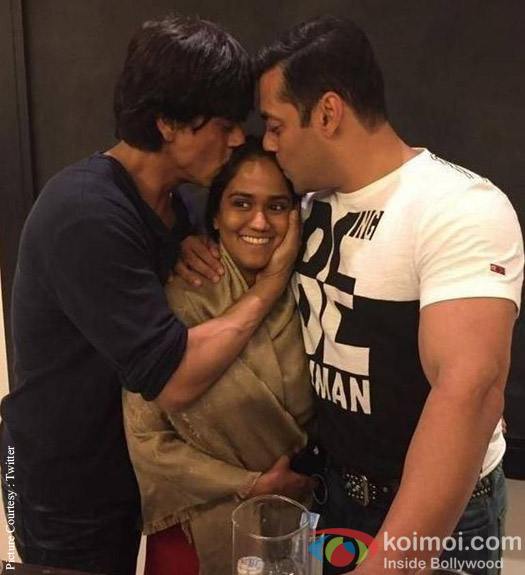 Shah Rukh Khan And Salman Khan Bless Arpita Khan On Her Sangeet Ceremony