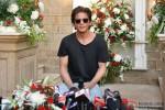 Shah Rukh Khan Celebrated His Birthday With Media In Mumbai Pic 3