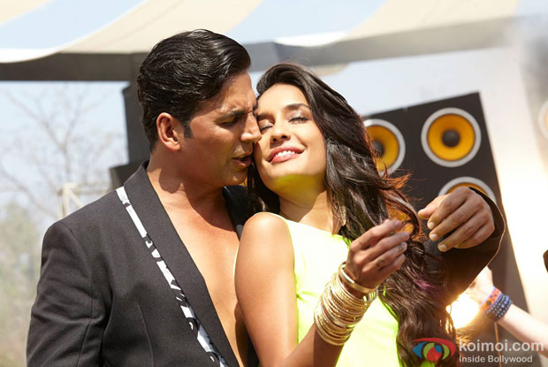 Akshay Kumar and Lisa Haydon in a still from movie 'The Shaukeens'