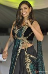 Lisa Ray Walks The Ramp For Global Peace Initiative Pic 1