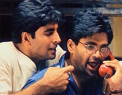 Akshay Kumar and Sunil Shetty in a still from movie 'Hera Pheri'
