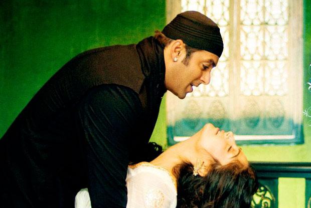Salman Khan and Sonam Kapoor in a still from movie 'Saawariya'