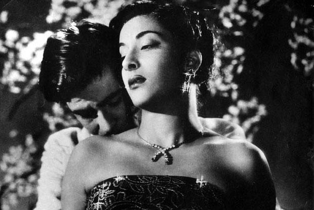 still from movie 'Awara (1951)'