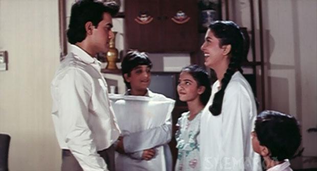 Aamir Khan and Juhi Chawla in a still from movie 'Hum Hain Rahi Pyar Ke (1993)'