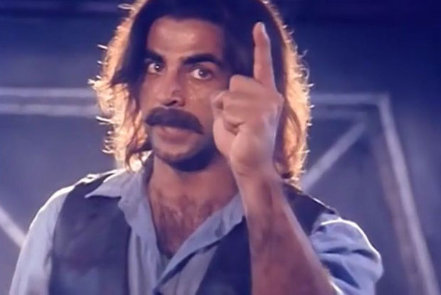 Akshay Kumar in a still from movie 'Jaanwar (1999)'
