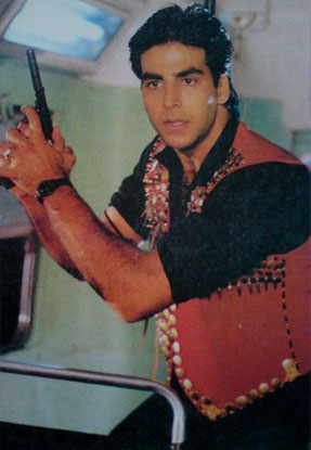 Akshay Kumar in a still from movie 'Mohra (1994)'