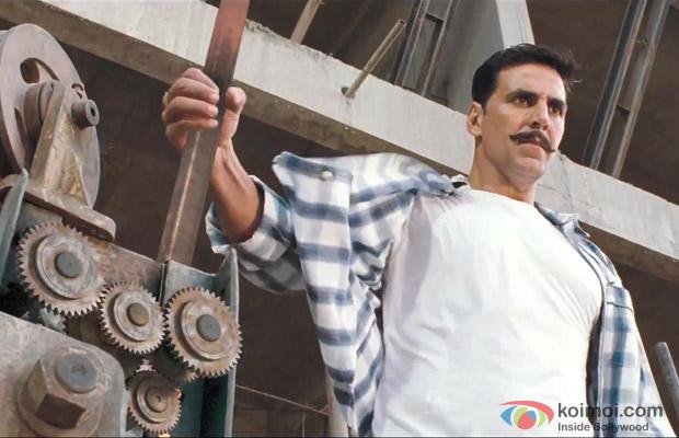 Akshay Kumar in a still from movie 'Rowdy Rathore (2012)'