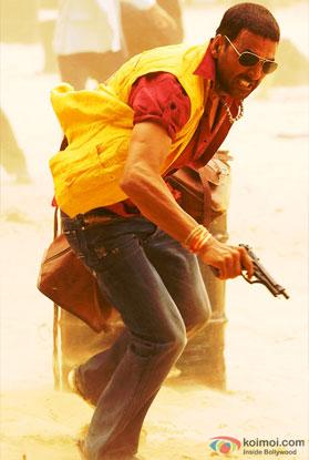 Akshay Kumar in a still from movie 'Tashan (2008)'