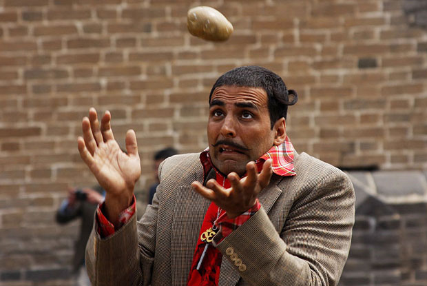 Akshay Kumar in a still from movie 'Chandni Chowk to China (2009)'