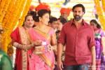 Shruti Haasan and Akshay Kumar in Gabbar Is Back Movie Stills Pic 1