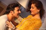 Akshay Kumar and Kareena Kapoor Khan in Gabbar Is Back Movie Stills Pic 1
