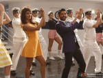Priyanka Chopra and Farhan Akhtar in Dil Dhadakne Do Movie Stills Pic 1