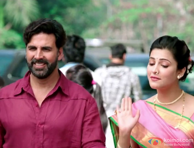 Akshay Kumar and Shruti Haasan in a still from movie 'Gabbar Is Back'