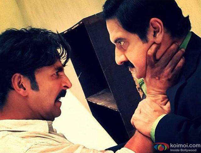 Akshay Kumar and Suman Talwar in a still from movie 'Gabbar Is Back'