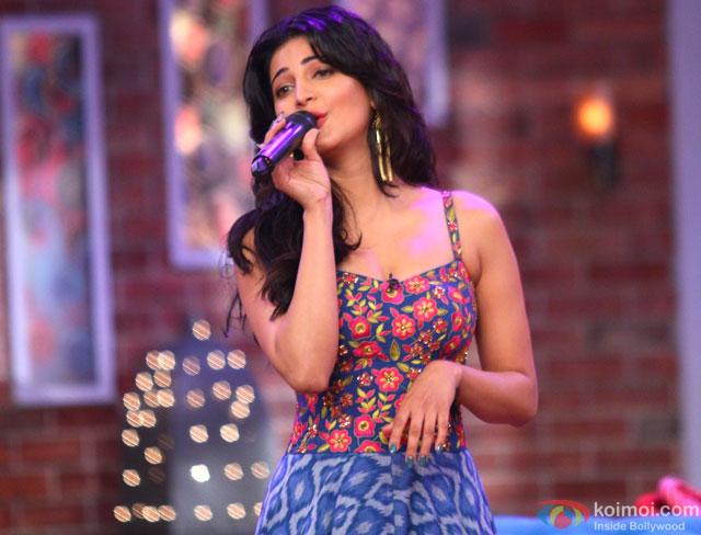 Shruti Haasan Promote Gabbar Is Back On Comedy Nights With Kapil