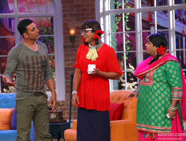 Akshay Kumar Promote Gabbar Is Back On Comedy Nights With Kapil