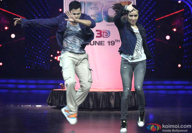 Varun Dhawan and Shraddha Kapoor during the promotion of movie '(ABCD 2) – Any Body Can Dance 2' on the sets of Dance India Dance Super Moms 2