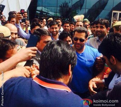 Salman Khan on the sets of 'Bajrangi Bhaijaan' in Kashmir
