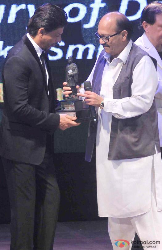 Shah Rukh Khan At Dadasaheb Phalke Film Foundation Awards