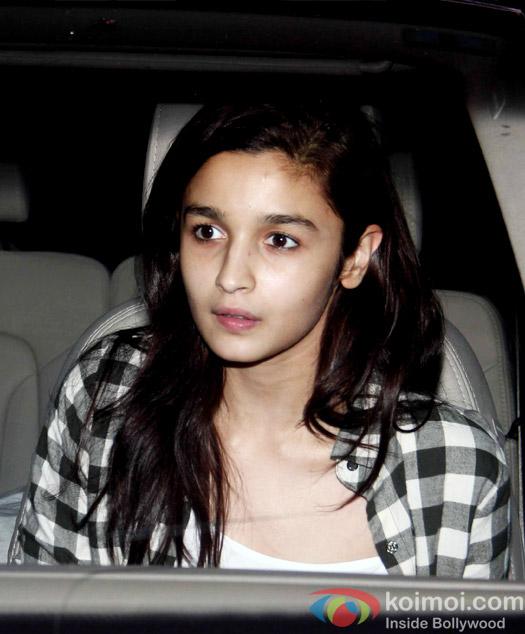 Alia Bhatt Snapped At Juhu PVR