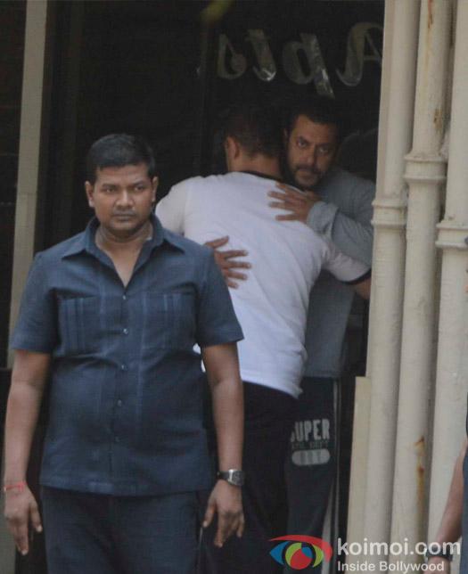 Aamir Khan Visit Salman Khan At Galaxy Apartments