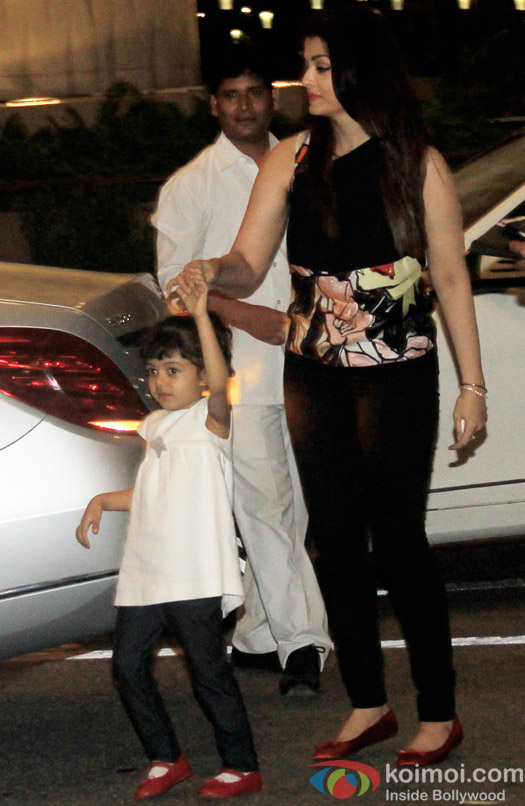 Spotted : Aishwarya Rai Bachchan along with Aaradhya Leaving For Cannes 2015