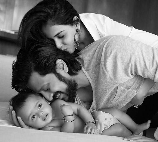 Riteish Deshmukh With Son 'Riaan' & Wife Genelia D'Souza