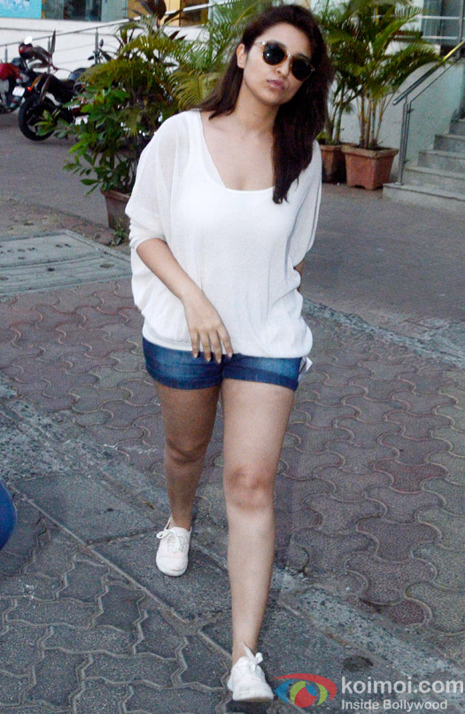 Parineeti Chopra Snapped At Juhu