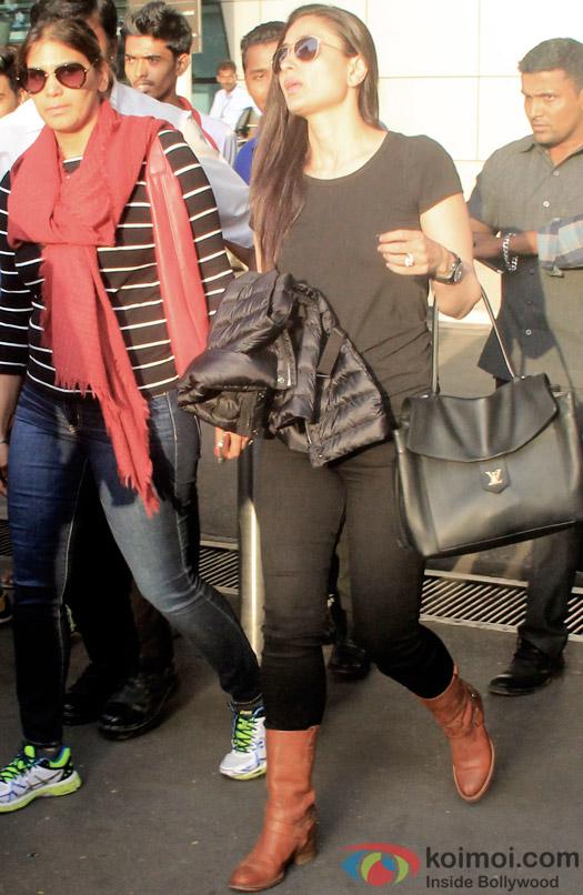 Kareena Kapoor Wrap Up Bajrangi Bhaijaan ; Snapped At Mumbai Airport