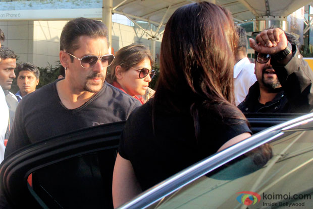 Salman Khan and Kareena Kapoor Wrap Up Bajrangi Bhaijaan ; Snapped At Mumbai Airport