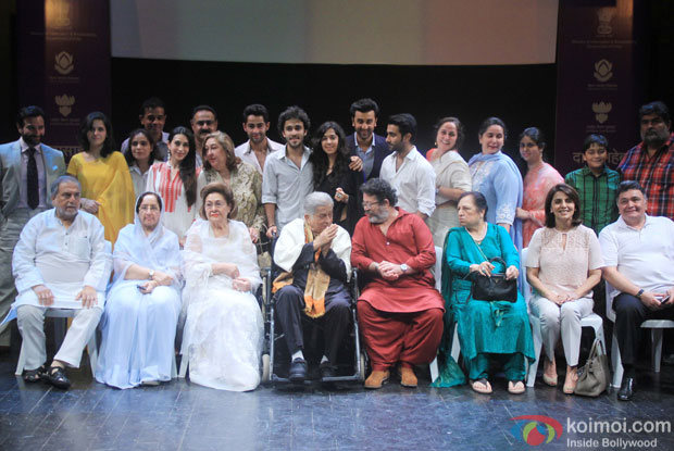 Shashi Kapoor along with Kapoor family pose for photograph after being awarded with Dadasaheb Phalke award