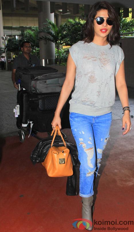Snapped At Airport : Priyanka Chopra Returns From NY