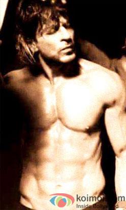 Shah Rukh Khan Flaunts His Hot Body In 'Raees'