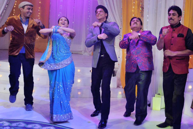 Shah Rukh Khan dancing Garba on the sets of 'Taarak Mehta Ka Ooltah Chashmah'