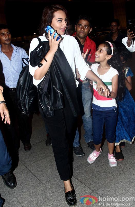 Sonakshi Sinha leave for IIFA 2015